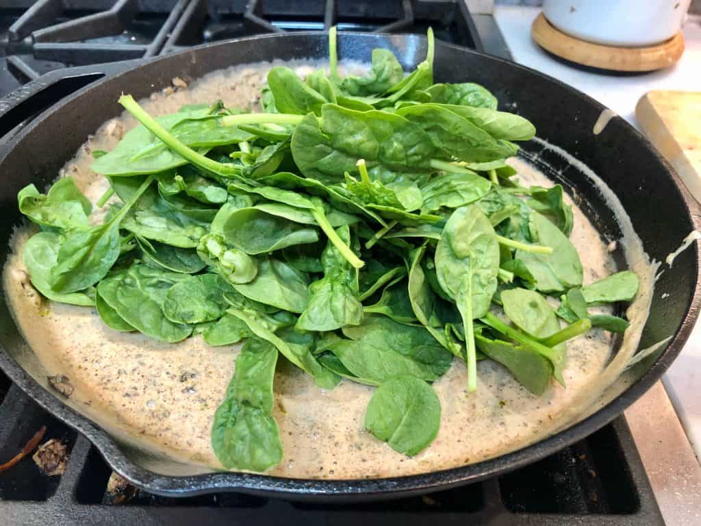 Spinach and cream sauce