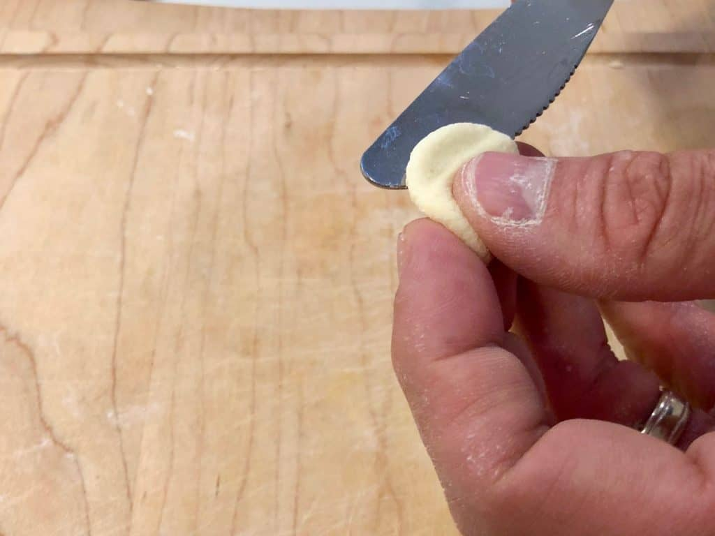 Removing pasta dough from a knife